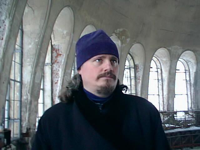 В галерее купола Морского собора во время осмотра Храма епархиальной архитектурной комиссией. 1999 год