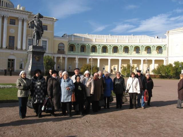 Перед дворцом в Павловске