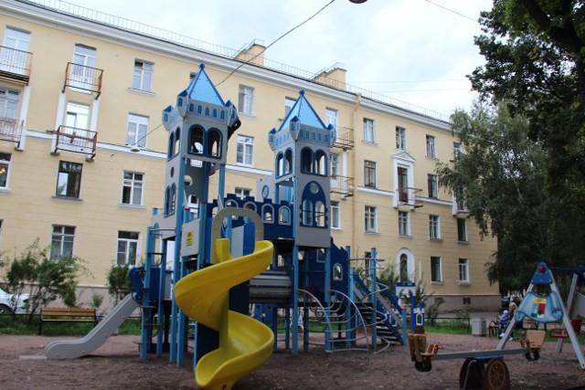 Сказочный городок на улице Вс. Вишневского, 13