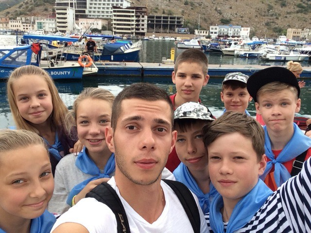 Привет из Крыма! Педагог ДМЦ «Юный моряк» Алексей Романчук и наши ребята на экскурсии в Балаклаве
