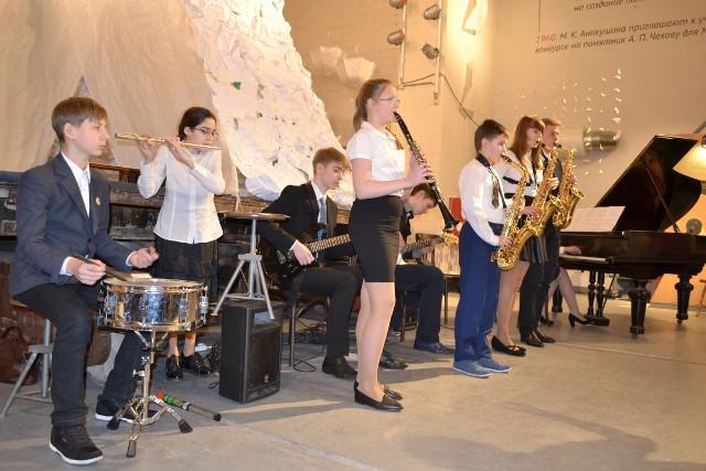 """Эстрадно-джазовый ансамбль """"Каникулы"""" в Мастерской Аникушина"""