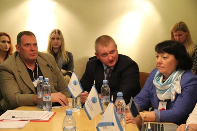 Александр Шпаковский (в центре)